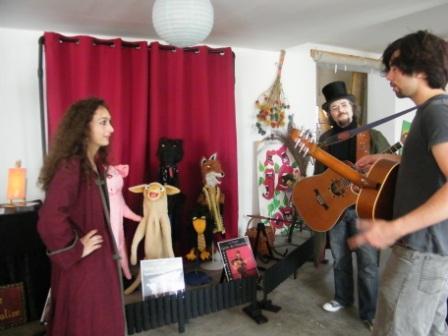 La Cie Grain de Trimalice et Julien, le guitariste en plein échange!