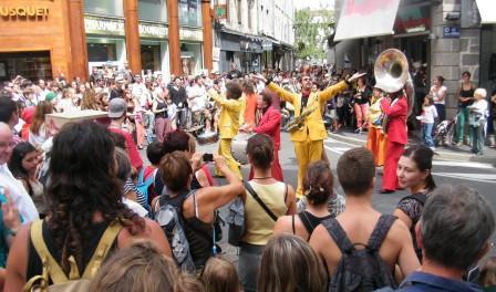 les traînes savates, la musique dans la rue
