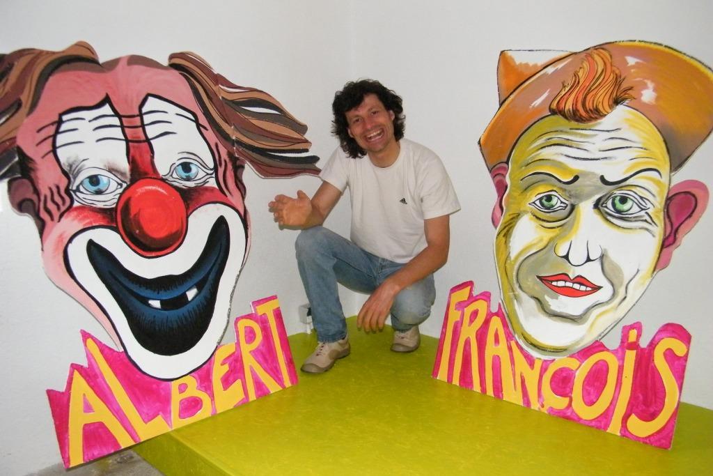 Sined : Clown, Rires et Impertinance